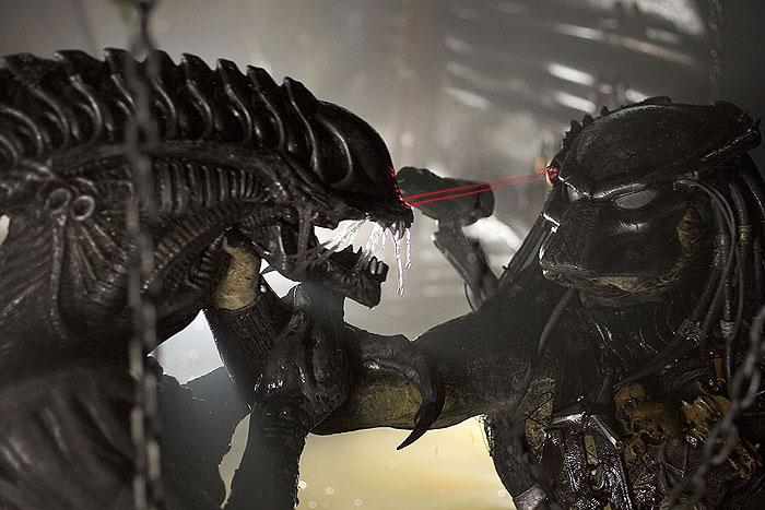 Votrelci vs. Predátor 2 (2007)