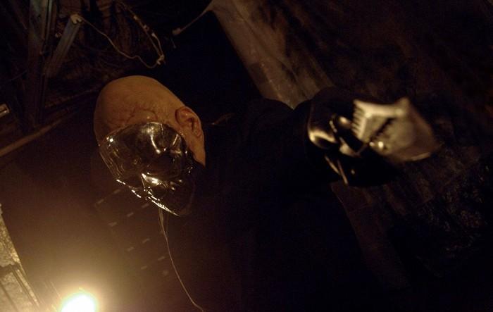 Vrah s chromovou maskou (2011)