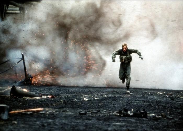 Za nepriateľskou líniou (2001)