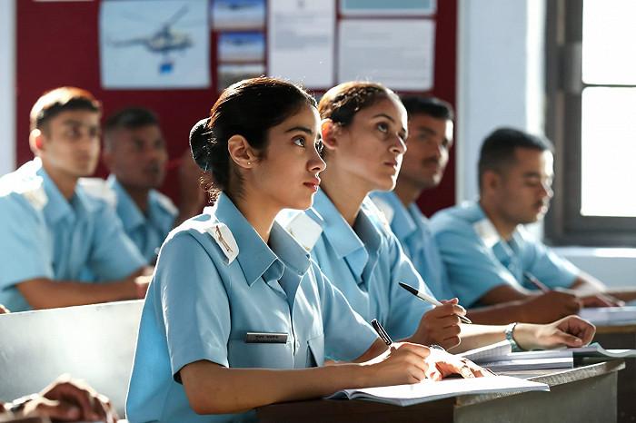 Vojenská pilotka (2020)