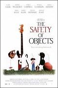 Životní jistoty _ The Safety of Objects (2001)