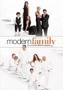 Poster undefined         Taková moderní rodinka (TV seriál)