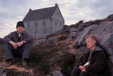 baráček na útesu kdesi na Newfoundlandu, The Shipping News