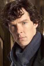 Sherlock Holmes (Sherlock) - Charismatický detektiv, jehož výsadou je arogance, namyšlenost a sebestřednost... a taky genialita.