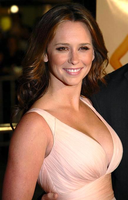 http://media.sawfnews.com/images/Hollywood/spl80417_Jennifer_Love_Hewitt.jpg