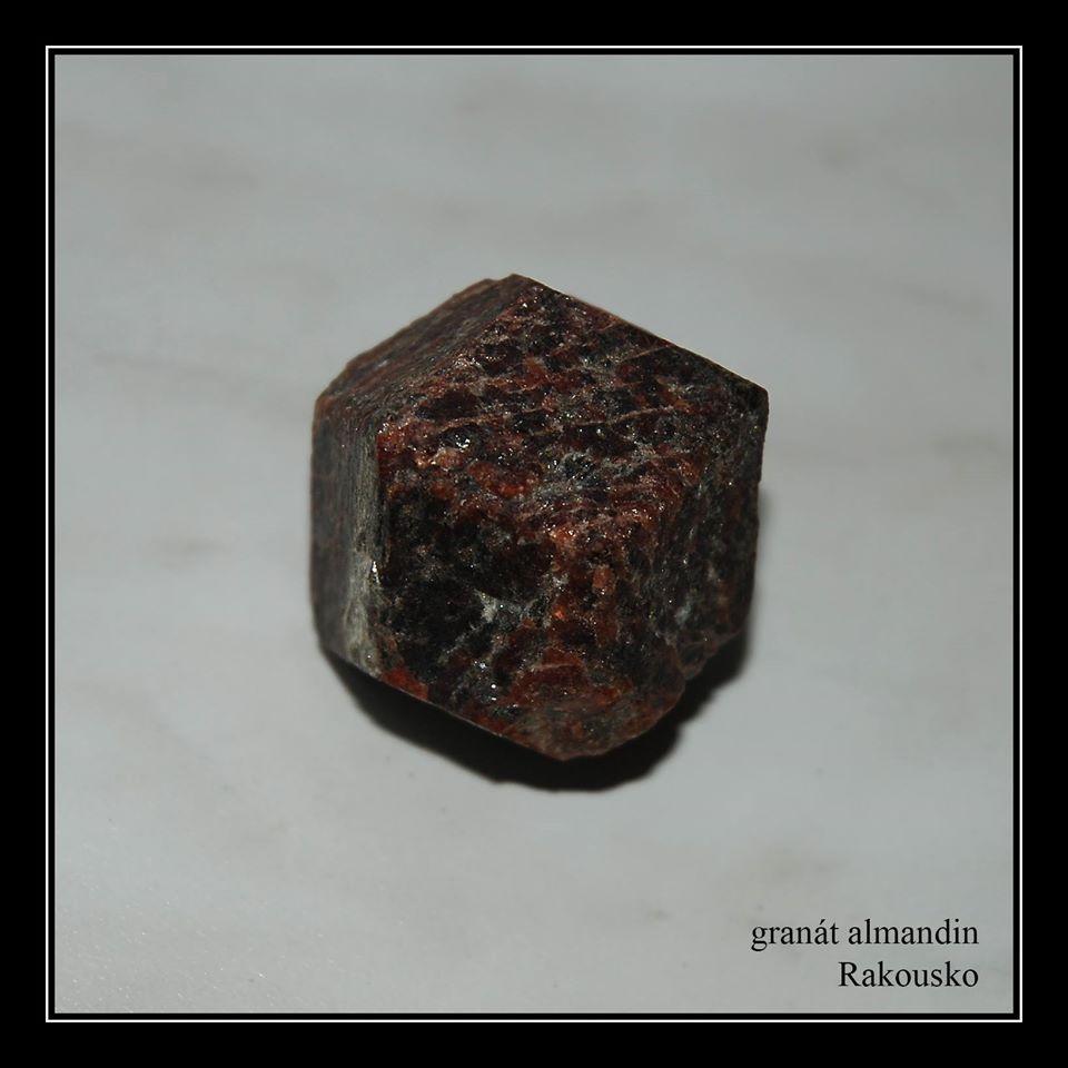 granát Almandin