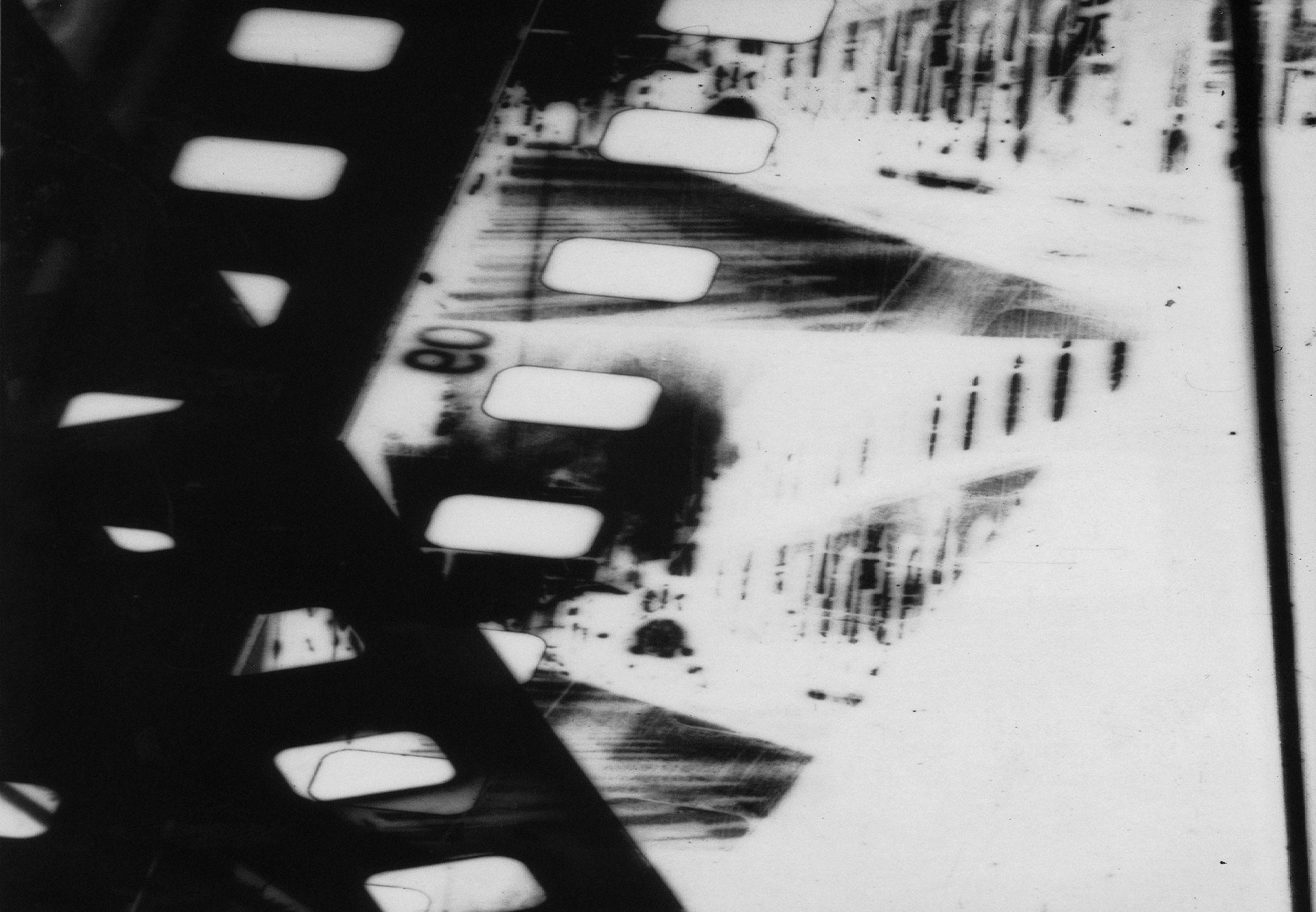 L'Arrivée (1997/98) 35mm, Peter Tscherkassky