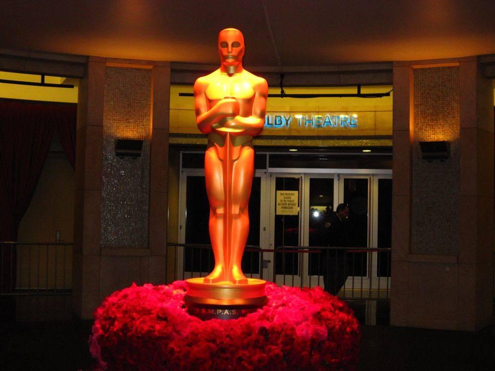 Uvnitř v Dolby Theatre den před Oscarem