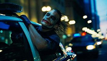 2008 - Temný rytíř - Pokud srovnám Temného rytíře s ostatními komixovkami, ve věci realističnosti vede na stovky mil před vším, co tu bylo. Nolan at his finest a samozřejmě Batman, vždycky je to Batman.