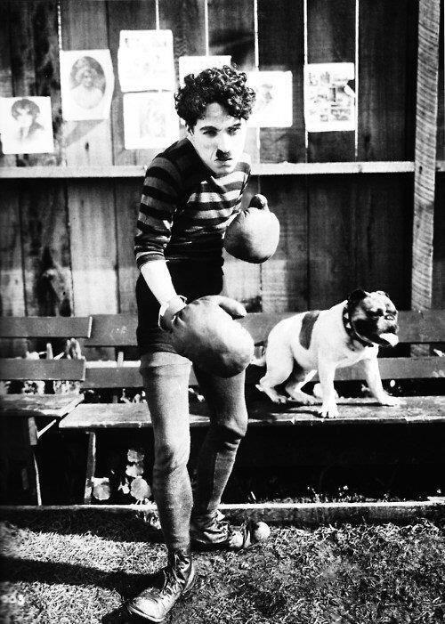 Chaplin boxerem (1915) 2