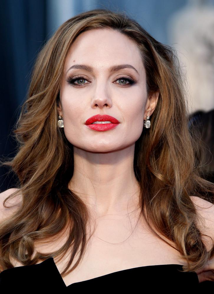 Angelina pre mňa predstavuje obraz dokonalej herečky a ženy v jednom.        Filmy, ktoré mi ulahodili: Gia, Výmena, Pán a Pani Smithovci.